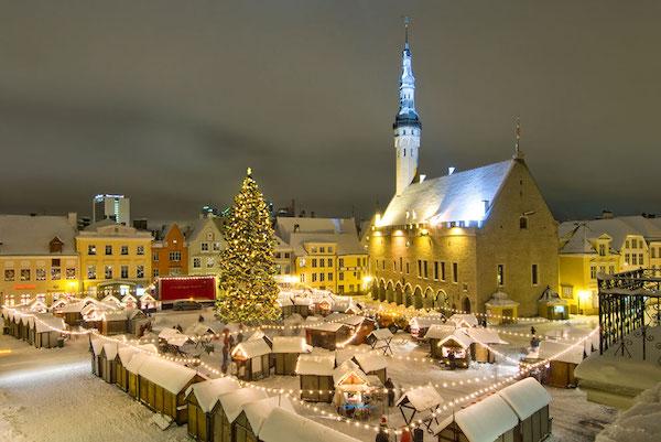 otro rbol que hay que ver en navidad est situado en gubbio ciudad medieval situada en el centro de italia famosa por ser el lugar donde san francisco