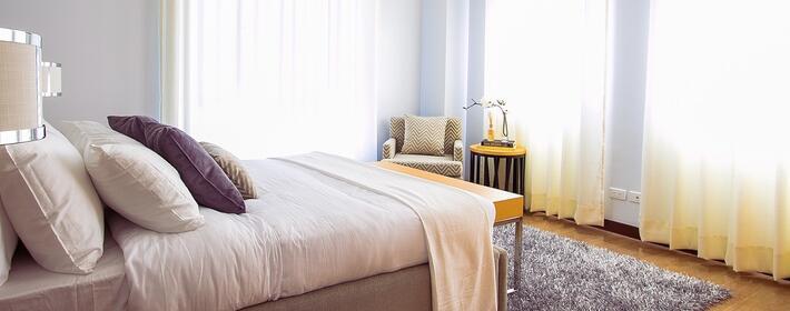 6 ideas para hacer que un dormitorio parezca mayor