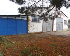 Nave Industrial con garaje en Grado