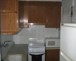 Piso de 3 habitaciones en Las Trescientas, Elda