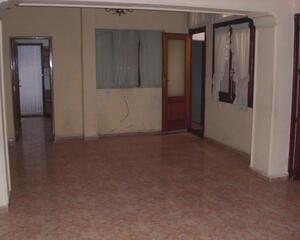 Casa de 4 habitaciones en Ayuntamiento, Centro La Roda