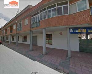 Local comercial con patio en Hervencias, Avila