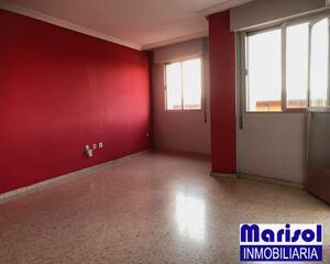 Piso de 4 habitaciones en Ctra Corte, San Roque Badajoz
