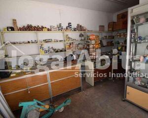 Local comercial soleado en Benicalap, Valencia