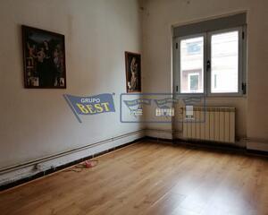 Piso de 3 habitaciones en El Crucero, Armunia León