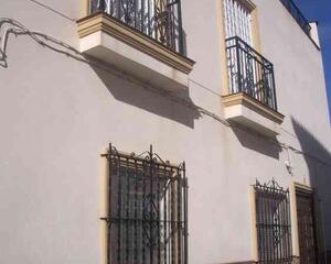 Casa con terraza en Semicentrico, Adra