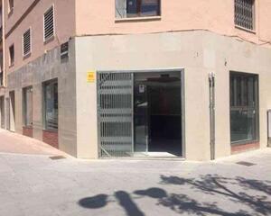 Local comercial reformado en Centre, Viladecans