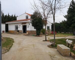 Chalet en Dehesa de Arriba, Poligono Industrial Almendralejo