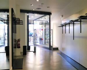 Local comercial reformado en Primer Ensanche, Pamplona