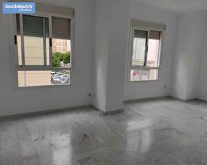 Piso de 4 habitaciones en Luis Montoto, Nervión Sevilla