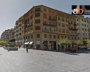 Piso con terraza en Primer Ensanche, Pamplona