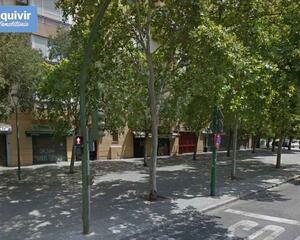 Local comercial en Su Eminencia, Cerro Amate Sevilla