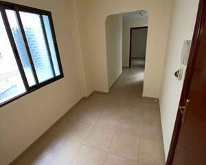 Piso de 5 habitaciones en Plaza de los Reyes, Ceuta