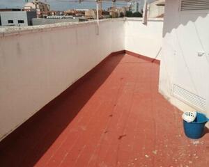 Piso con terraza en Hospital , Albacete