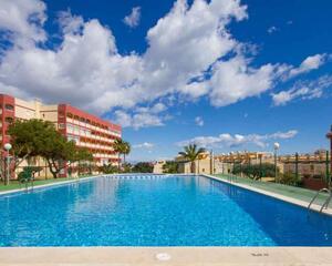 Apartamento con piscina en Playa De Los Locos, Torrevieja
