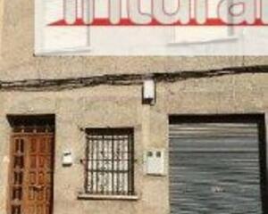 Piso con terraza en Almansa