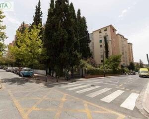 Piso con terraza en Cervantes, Sur Granada