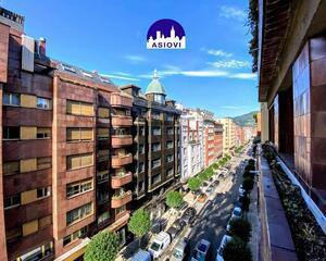 Piso de 5 habitaciones en Calle Asturias, Centro Oviedo
