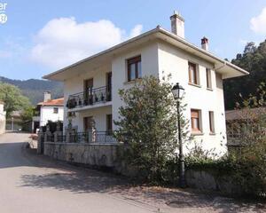 Casa con terraza en Alonsotegi